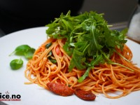 Spaghetti med chorizo og ruccola